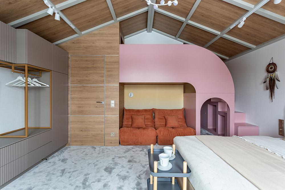 Горный курорт с розовым слоном